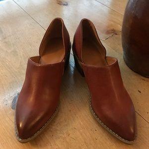 "Universal Thread ""Vegan"" Leather Look Shoe S/8"